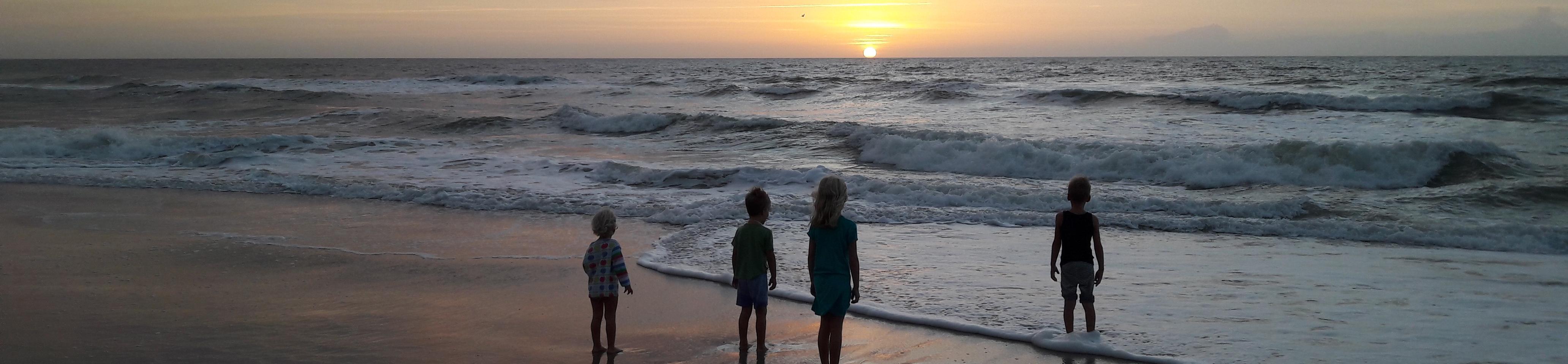 Kinder vor Horizont